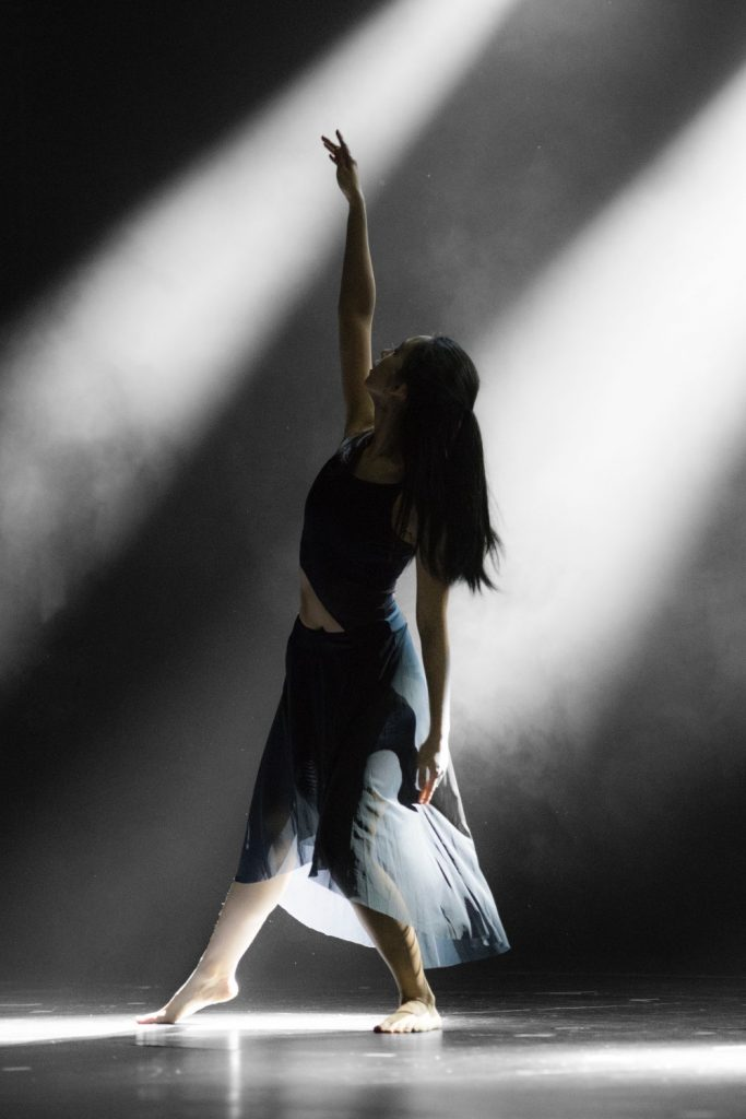 Dancer on stage from Photo by Leon Liu on Unsplash